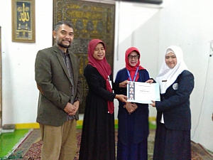 IMG 20190408 WA0002 300x225 Penyerahan sertifikat pemenang lomba Debat Bahasa Inggris tk kampus utk diutus menjadi perwakilan tingkat LLDIKTI Mahasiswa STIKes Dharma Husada Bandung. STIKes