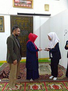 IMG 20190408 WA0003 225x300 Penyerahan sertifikat pemenang lomba Debat Bahasa Inggris tk kampus utk diutus menjadi perwakilan tingkat LLDIKTI Mahasiswa STIKes Dharma Husada Bandung. STIKes