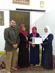 IMG 20190408 WA0006 225x300 Penyerahan sertifikat pemenang lomba Debat Bahasa Inggris tk kampus utk diutus menjadi perwakilan tingkat LLDIKTI Mahasiswa STIKes Dharma Husada Bandung. STIKes