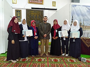IMG 20190408 WA0008 300x225 Penyerahan sertifikat pemenang lomba Debat Bahasa Inggris tk kampus utk diutus menjadi perwakilan tingkat LLDIKTI Mahasiswa STIKes Dharma Husada Bandung. STIKes